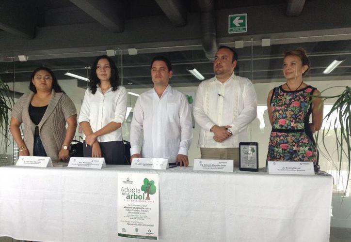 En rueda de prensa anunciaron que los árboles serán entregados el próximo 7 de diciembre. (Loana Segovia/SIPSE)