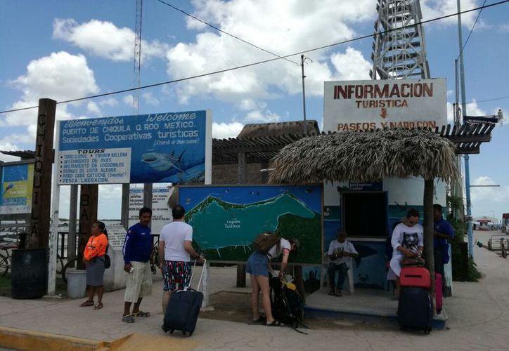 La afluencia turística hacia la isla incrementa los fines de semana. (Alejandro García/SIPSE)