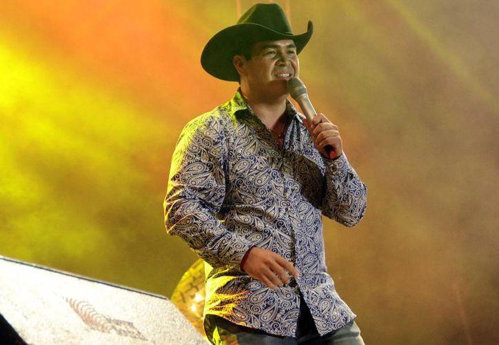 """El cantante Luis Michel Jr., promociona en Yucatán, su sencillo """"Te amo"""", de la autoría de Sergio Esquivel, que se desprende de su nuevo álbum del mismo nombre.- (SIPSE)"""