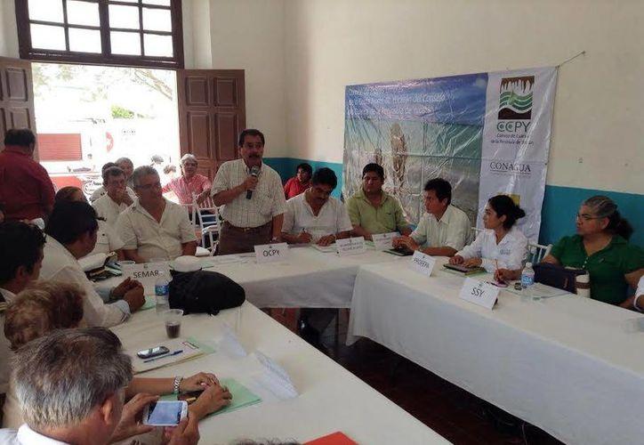 Reunión de representantes de la zona costera y la Conagua. (Milenio Novedades)