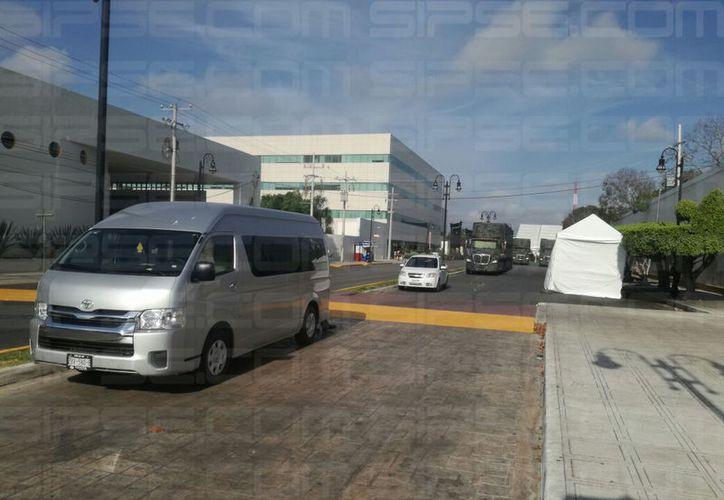 La zona del Hospital Militar es vigilada ampliamente por las autoridades y se encuentra cerrada a la circulación. (Arturo Valadez/SIPSE)
