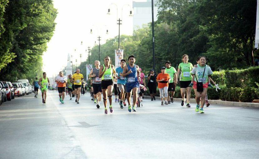 El domingo pasado se llevo a cabo la carrera del cronista deportivo sobre el paseo de Montejo con un total de 800 participantes. (Jorge Acosta/Milenio Novedades)