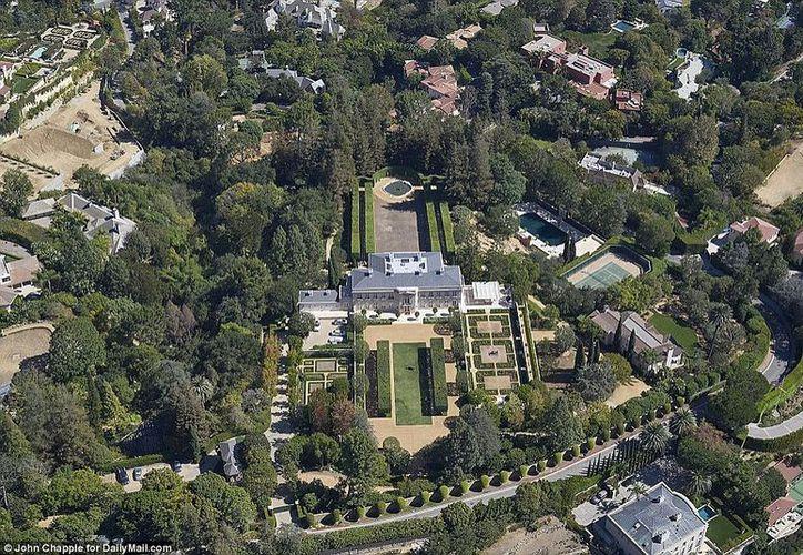 La propiedad, que incluye cinco construcciones, incluyendo la casa de Ronald y Nancy Reagan. (López Dóriga Digital)