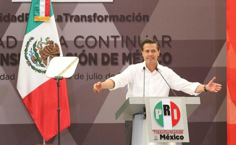 """En la imagen, el presidente Enrique Peña Nieto encabezó esta tarde la reunión de priístas titulada """"Unidad para la Transformación"""". Allí advirtió de los riesgos que implican los liderazgos populistas y demagógicos. (Foto Notimex)"""