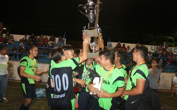 Igualaron a sus hermanos de la categoría Sub 17, que a mitad de semana se coronó en su categoría. (Miguel Maldonado/SIPSE)