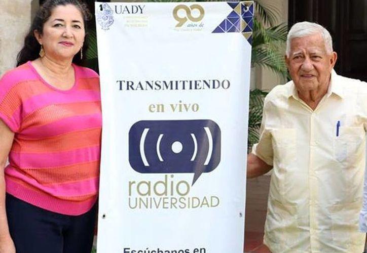 """María Cecilia Zavala Alcocer, directora de la radiodifusora cultural y Roberto Mac-Swiney Salgado, productor de """"Bajo el Cielo de Cuba"""" durante la conferencia de prensa. (Milenio Novedades)"""