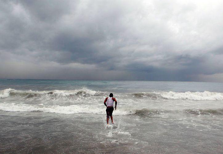 """La temperatura del mar es un factor fundamental para la formación de huracanes: mientras más calor haya las condiciones son más favorables para que el agua se evapore y se convierta en la """"semilla"""" del ciclón. (Archivo/SIPSE)"""