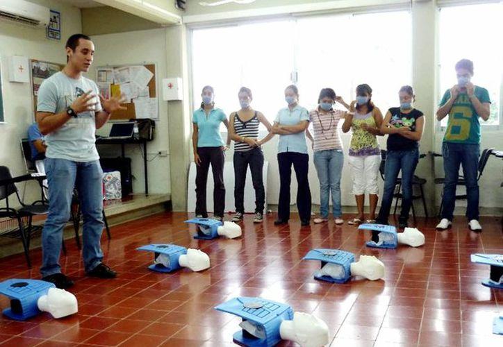 Los estudiantes de Enfermería realizan sus prácticas con modernos equipos. (Milenio Novedades)