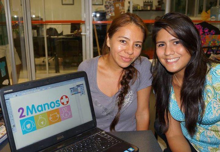 Génesis Vargas con el logotipo de la asociación animal. (Facebook/Diseño Gráfico Anáhuac Cancún)
