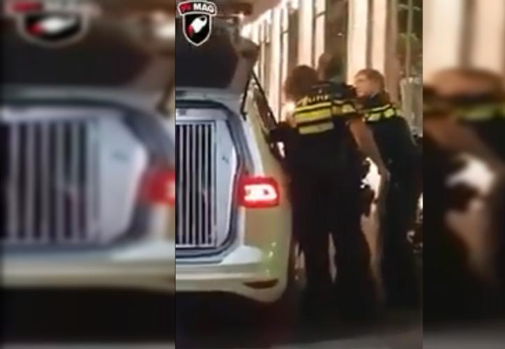 Policía intolerante y violenta con los visitantes. (Foto: Internet)