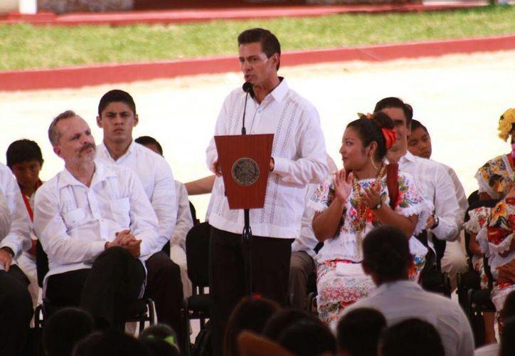 Enrique Peña Nieto invitó a Fátima, una joven Indígena, para visitar Los Pinos, para que conozca y platique su experiencia con sus compañeros. (Jorge Acosta/Milenio Novedades)