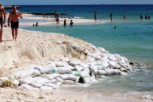 Lluvias afectan los arenales de Playa del Carmen