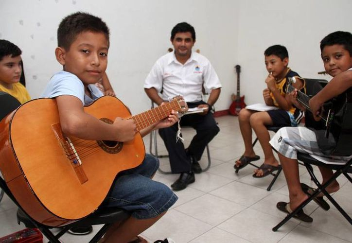La Dirección de Cultura imparte diversos talleres de música. (Cortesía/SIPSE)