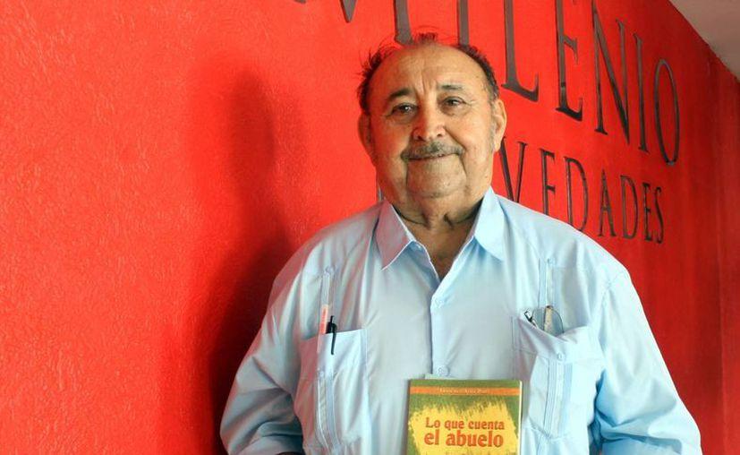 El profesor jubilado Francisco Ávila Pérez presentará en el Issstey su libro 'Lo que cuenta el abuelo'. (SIPSE)