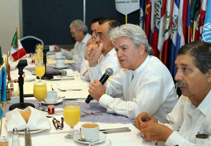 Miembros del cuerpo consular participaron en la reunión en donde refrendaron su compromiso de colaborar con los Objetivos del Desarrollo del Milenio, propuestos por la ONU. (Milenio Novedades)