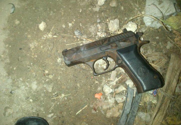 El arma que portaba el presunto ladrón no contaba con el cargador. (Rossy López/SIPSE)