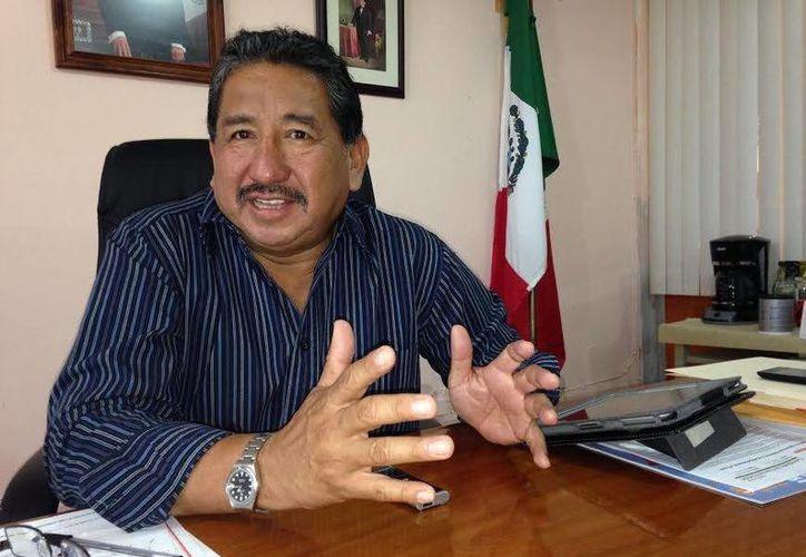 Florentino Balam Xiu, presidente de la Comisión Ejecutiva de la Sección 33, al ser entrevistado. (Milenio Novedades)