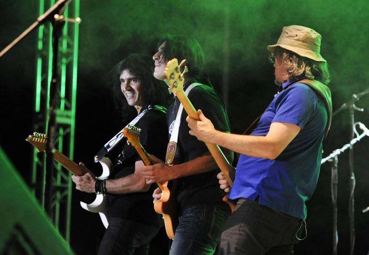 El grupo de rock argentino Enanitos Verdes se presentó ayer en Cancún. (Contexto)