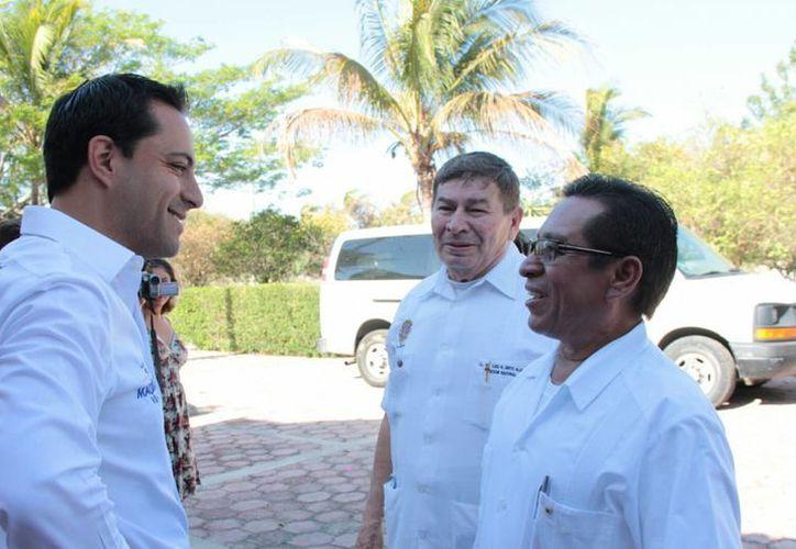 Mauricio Vila, candidato del PAN a la alcaldía de Mérida, platica con integrantes del Club de Leones de Mérida Itzimná A.C. (SIPSE)