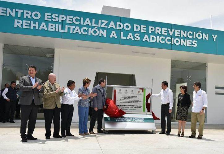 Los titulares de las Secretarías de Gobernación y Salud inauguraron el Centro Especializado de Prevención y Rehabilitación a la adicciones en el Estado de México. (Facebook/Segob)