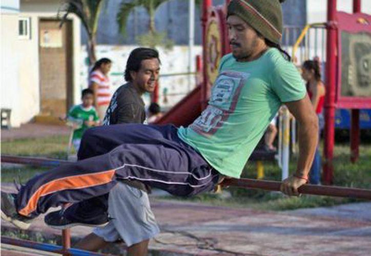 Jóvenes entrenan para la competencia. (Miguel Maldonado/SIPSE)