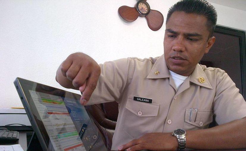 El capitán de puerto David Antonio Galeana García, explicó las sanciones que se aplicarán a las embarcaciones que no cumplan. (Daniel Pacheco/SIPSE)