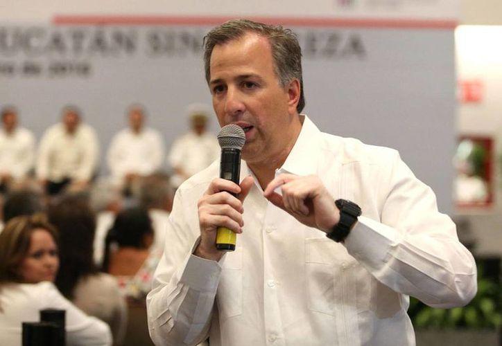 José Antonio Meade Kuribreña, secretario de Desarrollo Social, destacó que se mantienen estables los precios de la canasta básica. En la imagen, el funcionario durante su visita a Yucatán, en días pasados. (Notimex/Archivo)