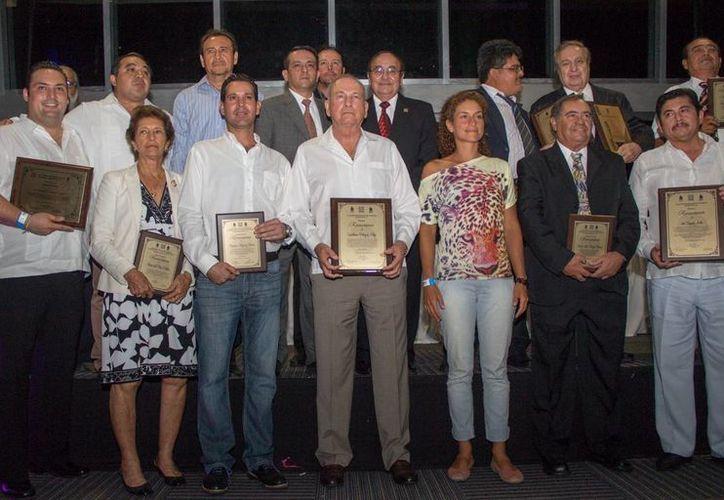 La entrega de los reconocimientos fue para los mejores periodistas deportivos del País.  (Redacción/SIPSE)