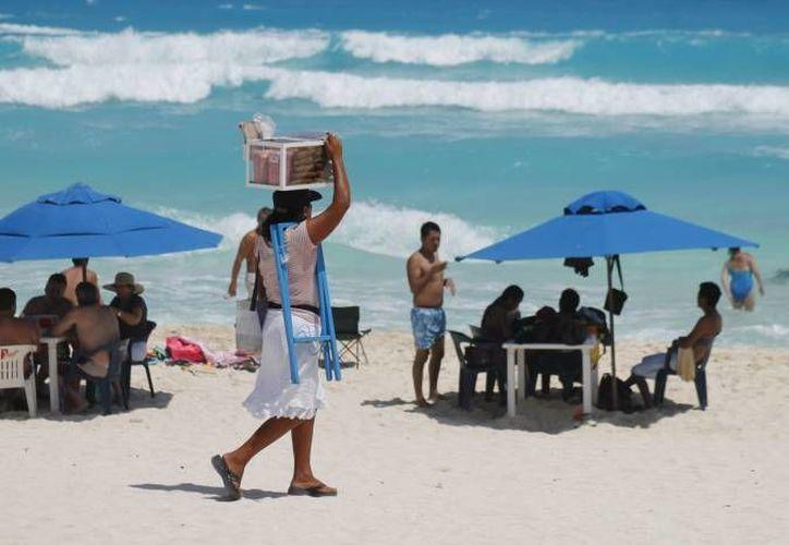 Las playas donde se concentra el mayor número de ambulantes son Gaviotas, Delfines y Tortugas. (Redacción/SIPSE)