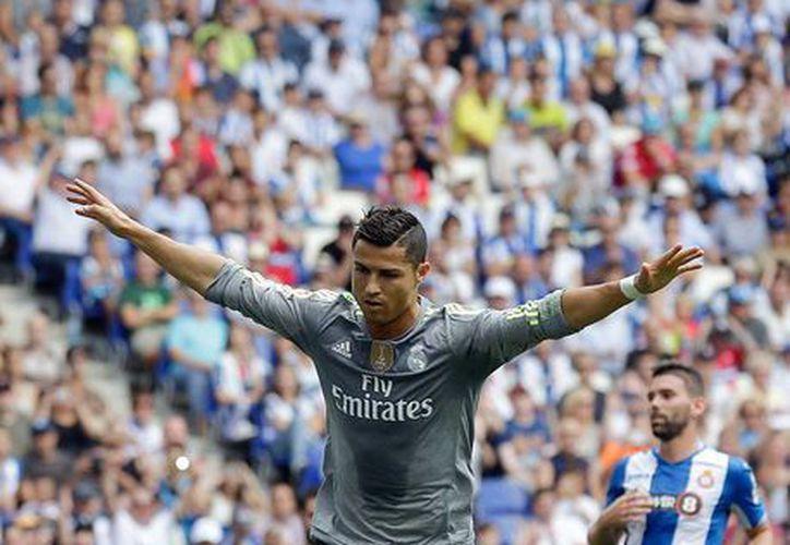 Cristiano Ronaldo por fin levantó el vuelo, luego de que se fuera en blanco durante 2 jornadas: se destapó con 5 goles, frente al Espanyol de Barcelona. (AP)