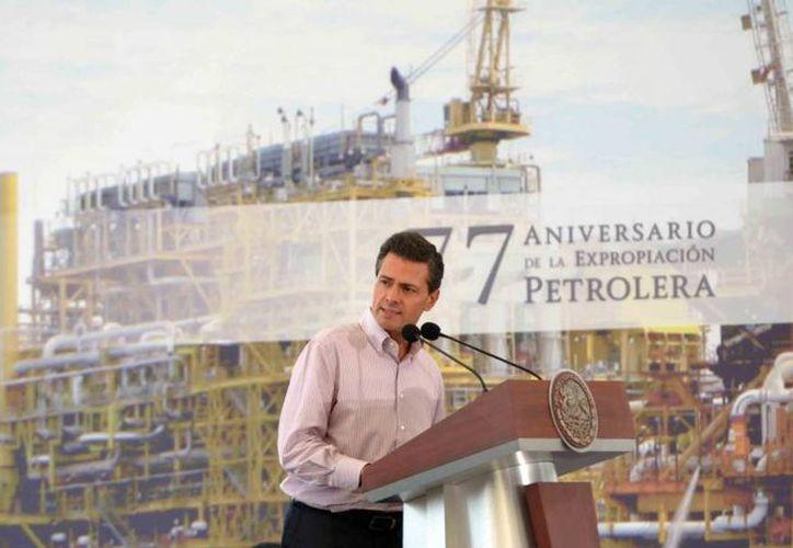 Peña Nieto aseguró que la reforma energética ratifica la posesión de la Nación sobre los hidrocarburos. (Presidencia)