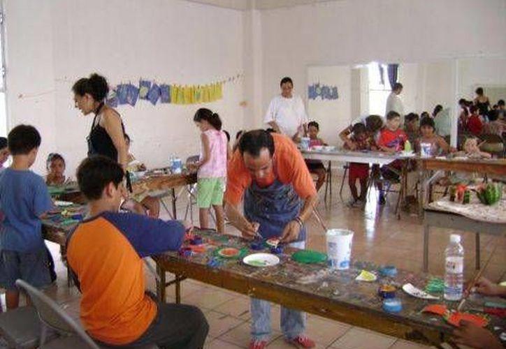 Los últimos viernes de cada mes los niños trabajarán el color, la textura y las formas. (Alejandra Flores/SIPSE)