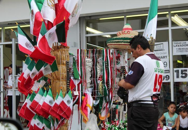 En los tradicionales carritos se ofrecen diversos productos alusivos a las fiestas patrias. (Archivo)