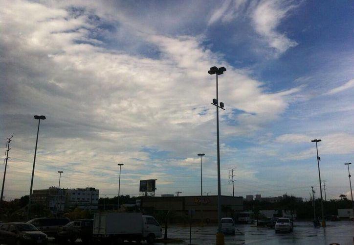 El cielo el día de hoy luce más despejado. (Israel Leal/SIPSE)