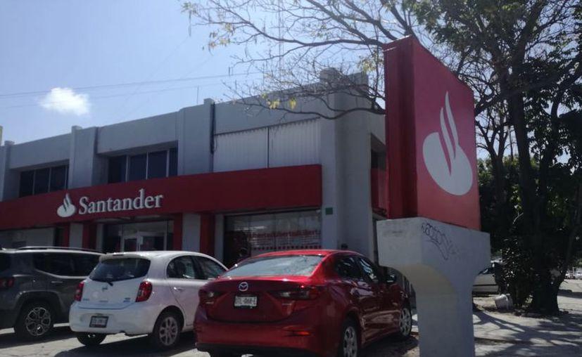 El banco se ubica en la avenida Tulum y Cobá, de la Supermanzana 2-A. (Redacción/SIPSE)