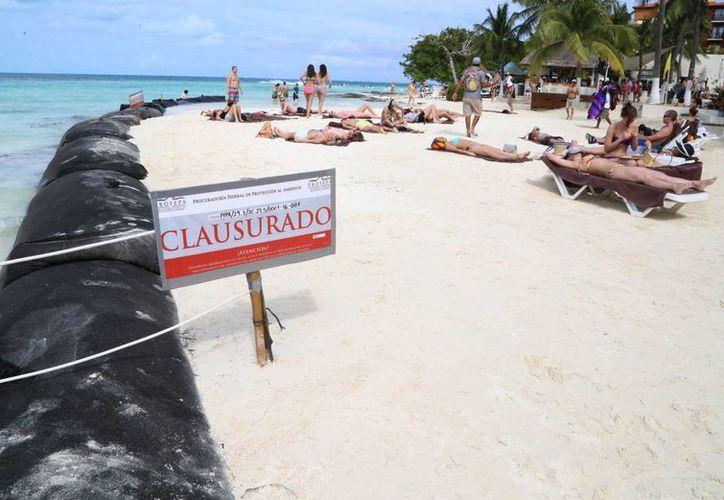 Quedó clausurado de manera total-temporal los trabajos que se llevaban a cabo en la línea de costa. (Luis Soto/SIPSE)