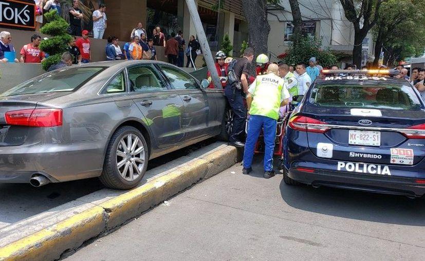 El chofer fue detenido mientras se hacen las investigaciones correspondientes.  (Twitter: @el_isra_mtz)