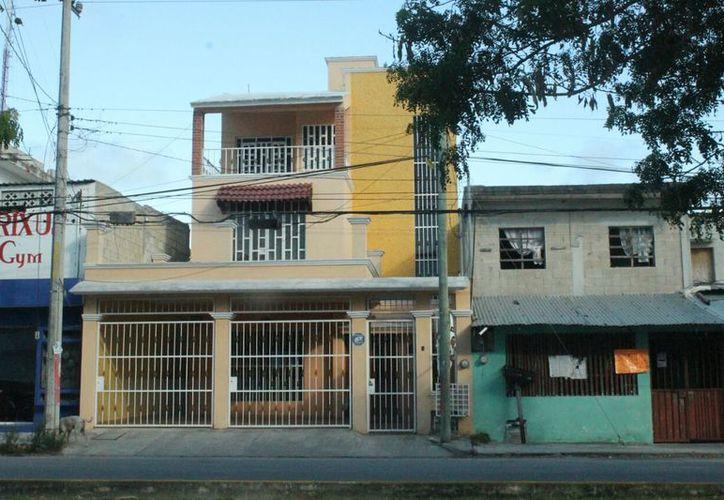 La vivienda se ubica sobre la avenida Francisco I. Madero, en la Región 103. (Redacción)
