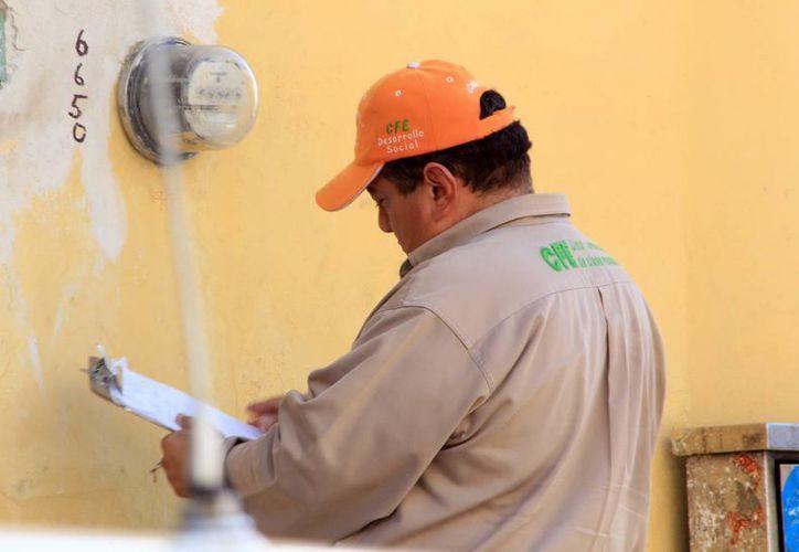 Con el nuevo servicio, los usuarios controlan su consumo, asegura la CFE. (José Acosta/SIPSE)