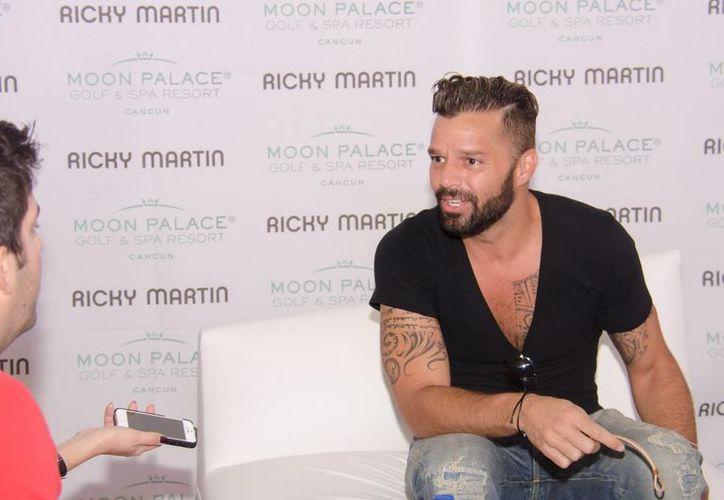 La relación de Martin y Carlos González se hizo pública después de que el cantante anunciara que es homosexual (Archivo Notimex).