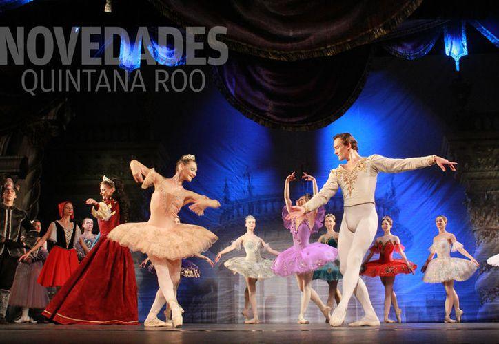 Los bailarines, la escenografía y el vestuario, transportaron a los espectadores a ese mundo de magia. (Foto: Ivett Y Coss)