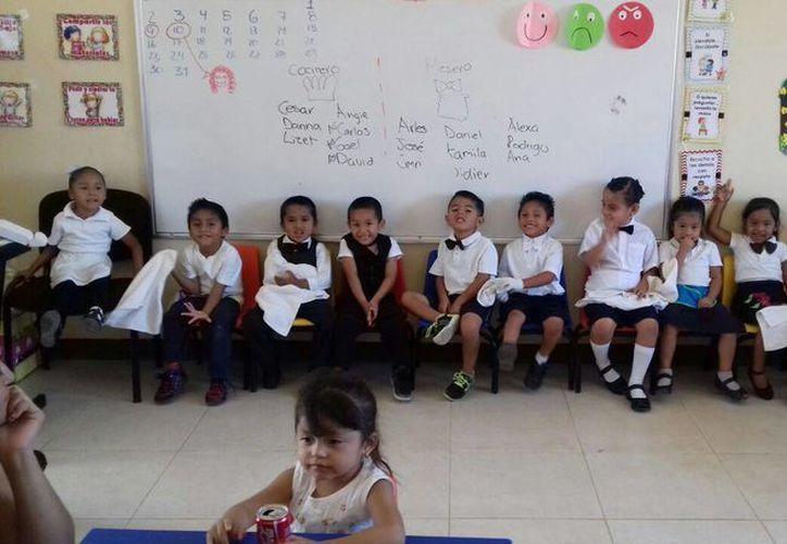 Los niños estaban ansiosos en dar el servicio. (Pedro Olive/SIPSE)