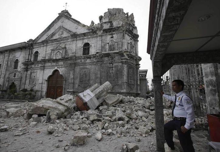 Las iglesias de gran valor histórico resultaron con daños incuatificables. (Agencias)