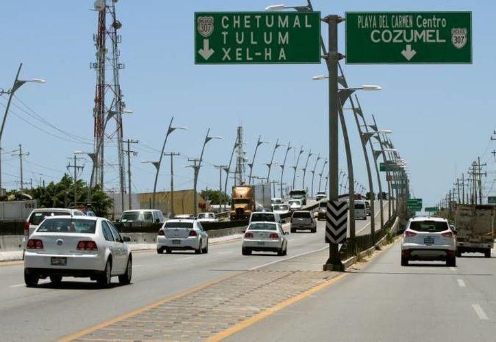 El puente vehicular de Playa de Carmen ha mostrado deterioro en su estructura que preocupa a la ciudadanía. (Archivo/SIPSE)