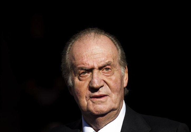 El rey Juan Carlos de España fue operado de hernias de disco en la región lumbar. (Agencias)
