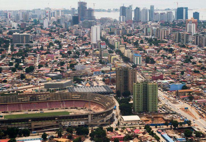 El salario mínimo de Luanda alcanza para comprar 30 litros de agua, 10 kilos de arroz y 10 litros de leche. (RT)