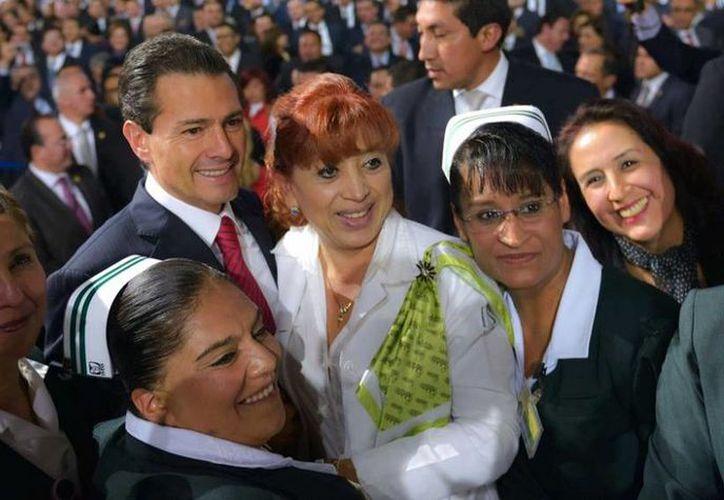 Peña Nieto tuvo un encuentro con servidores públicos en el marco del cuatro aniversario de su toma de protesta como Presidente de la República. (Facebook/Enrique Peña Nieto)