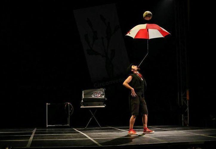 El espectáculo circense 'Cus Cus Cirkus' se presentará este viernes en el Centro Cultural Olimpo a las 20 horas. En la foto, parte del espectáculo que se podrá admirar en el Olimpo.  (Milenio Novedades)