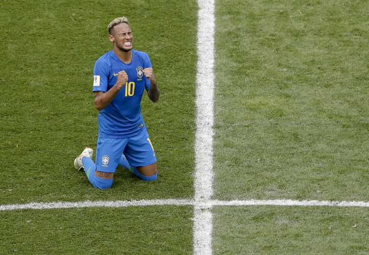 No todos saben lo que pasé para llegar hasta aquí, declaró Neymar luego de anotar y ayudar a Brasil a ganar 2-0 a Costa Rica (Foto: AP)