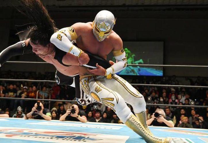 Místico hará equipo este viernes con Volador Jr. y Dragon Lee en los 'Viernes espectaculares' de la CMLL. (Imágenes tomadas de cmll.com)